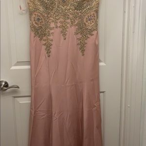 Dresses - 2xL not big but has stretchy material